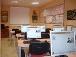 AULA 1: El examen teórico mas fácil a traves denuestros medios didácticos multimedia: videoproyector con pantalla gigante y sistema de audio pioneer integrado en el aula